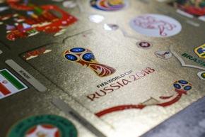 """2018 FIFA World Cup Logo / Panini 2018 FIFA World Cup RussiaTM - Gold Edition / Texte complémentaire par ots et sur www.presseportal.ch/fr/nr/100020842 / L'utilisation de cette image est pour des buts redactionnels gratuite. Publication sous indication de source: """"obs/PANINI SUISSE AG"""""""