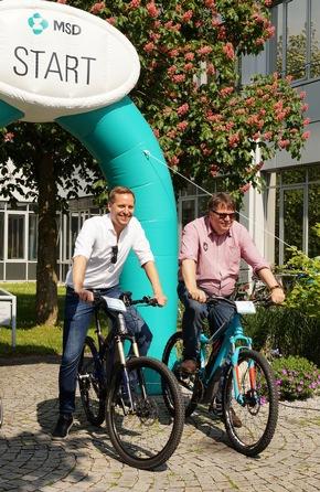 Christoph Habereder, Direktor Gesundheitspolitik und Kommunikation bei MSD (li), Wolfgang Stenger, Procurement Lead Germany bei MSD (re), testeten auch bereits einige der vorgestellten Fahrräder.