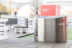 Smarter Müll: Vodafone und DB Systel zeigen den intelligenten Mülleimer.