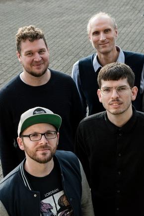 Das Team von APEC Visual: Tobias Bayer und Gabriel Schmitz (vorne v.l.) sowie Sebastian Kalkhoff und Mentor Prof. Dr. Arnulph Fuhrmann (hinten v.l.) (Foto: Antonia Schmitz - Craftifair)