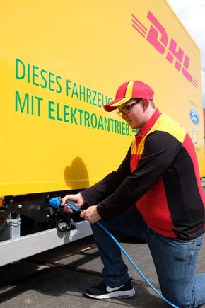Erfolgreicher Start der Vorproduktion: Deutsche Post DHL Group und Ford stellen E-Transporter StreetScooter WORK XL vor