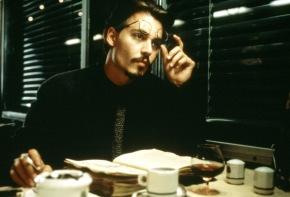 """FILMFILM: Die neun Pforten, Thriller, USA, 1999, Sendetermin: Samstag, den 18.02.2006 um 20.15 Uhr in Sat.1. Bei der Suche nach dem wertvollen Buch """"Die Neun Pforten"""" dringt der Buchjäger Dean Corso (Johnny Depp) in ein Labyrinth aus mysteriösen Ereignissen, Gewalt und Tod ein ... Foto: Sat.1/© 20th Century Fox of Germany. Abdruck honorarfrei nur im Zusammenhang mit dem Sat.1-Sendetermin"""