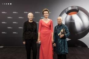 Die Ehrenpreisträgerinnen des 10. Deutschen Nachhaltigkeitspreises Annie Lennox, I.M. Königin Mathilde und Dr. Jane Goodall, DBE. / Foto: Jochen Rolfes