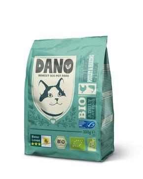 """DANO Getreidefreies Bio Trockenfutter für Katzen mit Huhn und MSC-Hering, 300 g, je 3,29 Euro. Weiterer Text über ots und www.presseportal.de/nr/131377 / Die Verwendung dieses Bildes ist für redaktionelle Zwecke honorarfrei. Veröffentlichung bitte unter Quellenangabe: """"obs/DANO - YARRAH ORGANIC PETFOOD B.V"""""""