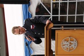 Der Leiter der Feuerwehr, Stadtbrandinspektor Thomas Temmann, würdigt die Leistungen der Löschgruppe