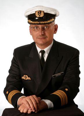 """Derzeitiger Kommandant der Fregatte """"Karlsruhe"""" ist Fregattenkapitän Hans-Joachim Kuhfahl. Foto: Deutsche Marine"""