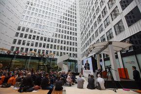 """Der Innenhof des neuen ING-DiBa Hauptsitzes """"LEO"""" in Frankfurt bei der Eröffnungsveranstaltung am 14.06.2013. Die Verwendung dieses Bildes ist für redaktionelle Zwecke honorarfrei. Veröffentlichung bitte unter Quellenangabe: """"obs/ING-DiBa AG"""""""