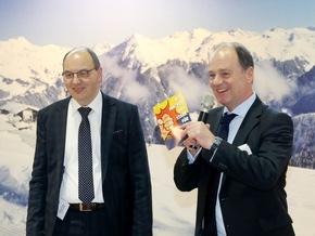 Vor beeindruckender Silvretta-Montafon Kulisse auf dem VDT-Stand der Heimtextil stellte der VDT Vorsitzender und Geschäftsführer das Aktionsforum Tapete vor.