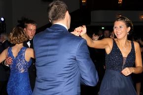 Zum ersten Mal dabei schwingt das Ehepaar Kaluza das Tanzbein.