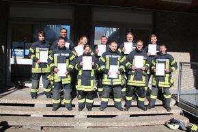 Abschlussprüfung der Grundausbildung bei der Feuerwehr Bergisch Gladbach