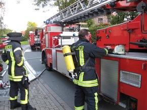 Am Nachmittag des 29. September rückte ein Großaufgebot der Arnsberger Feuerwehr zu einem gemeldeten Wohnungsbrand in die Arnsberger Wolfsschlucht aus. Letztlich brannte glücklicherweise nur ein Sofa in dem leerstehenden Gebäude.
