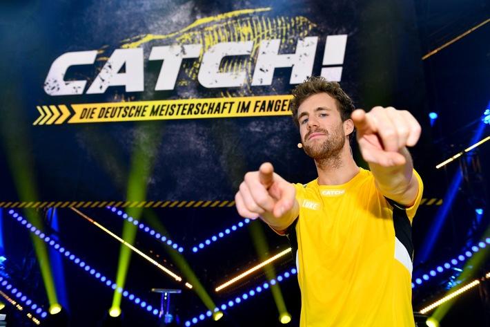 """Luke Mockridge beklaut Fabian Hambüchen und will den Turner """"zerstören"""" - """"CATCH! Die Deutsche Meisterschaft im Fangen"""" am Freitag 3. Januar 2020, in SAT.1 (FOTO)"""