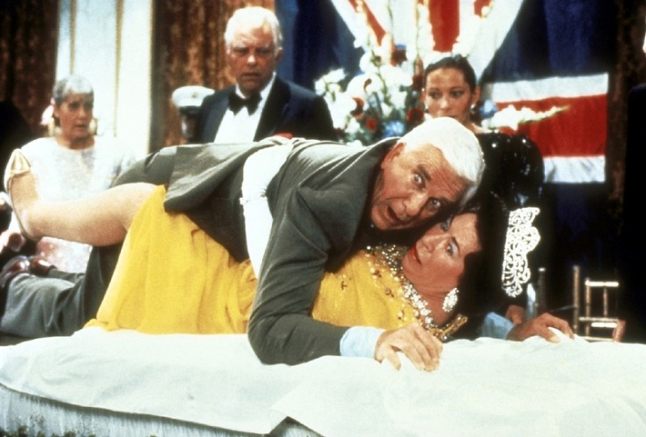 "The Queen is not(ably) amused: Leslie Nielsen in ""Die nackte Kanone"" bei kabel eins (mit Bild)"