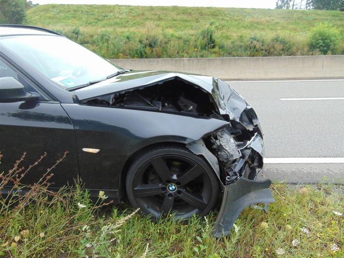 POL-PPWP: Zeugen nach Verkehrsunfall mit Flucht gesucht
