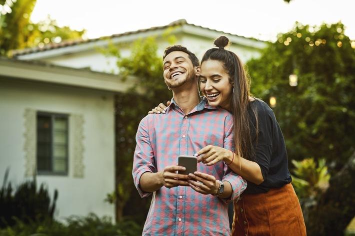 """HAWAYA - Anbieter von Tinder® launcht neue Dating App in Deutschland / Dating Ideen in Zeiten von Corona / Dating für Muslime weltweit / Weiterer Text über ots und www.presseportal.de/nr/143497 / Die Verwendung dieses Bildes ist für redaktionelle Zwecke honorarfrei. Veröffentlichung bitte unter Quellenangabe: """"obs/HAWAYA"""""""