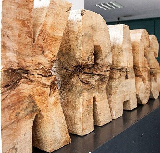 POL-HH: 160726-1. Teil einer Holzskulptur in Hamburg-St. Pauli gestohlen - Zeugen gesucht! Mit Anlage