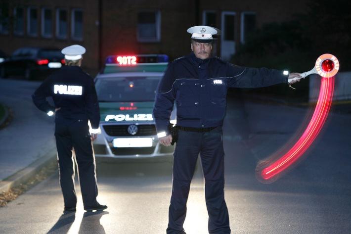 Symbolbild: Nächtliche Verkehrskontrolle der Polizei