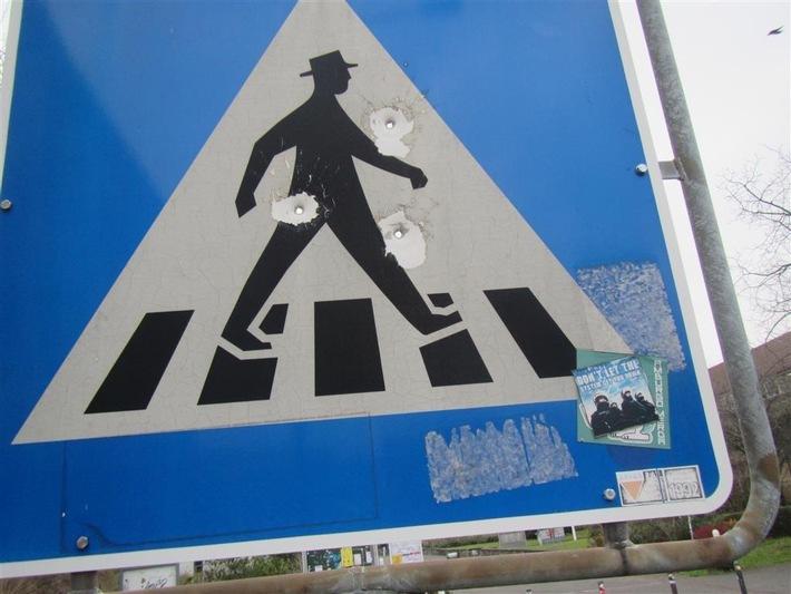Beschädigtes Verkehrszeichen
