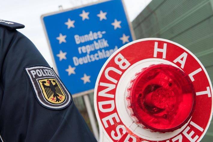 Die Rosenheimer Bundespolizei hat auf der Inntalautobahn mehrere mutmaßliche Schleuser gefasst.