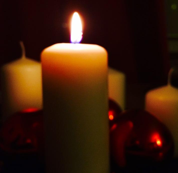 Sichere Adventszeit: neun Tipps der Feuerwehren / Deutscher Feuerwehrverband mahnt zum sorgsamen Umgang mit Kerzen