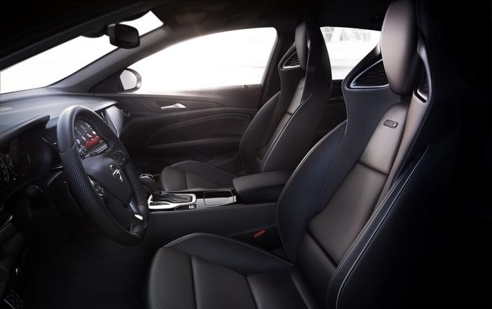 """Immer mehr Autohersteller erkennen die Wichtigkeit rückengerechter Autositze. Für viele andere Automodelle gibt es ergonomische Sitze zum Nachrüsten. Weiterer Text über ots und www.presseportal.de/nr/104263 / Die Verwendung dieses Bildes ist für redaktionelle Zwecke honorarfrei. Veröffentlichung bitte unter Quellenangabe: """"obs/Aktion Gesunder Rücken e. V./AGR/Opel"""""""