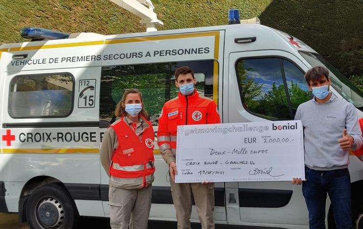 Bonial_Laurent Landel Scheckubergabe Rotes Kreuz Frankreich.jpg