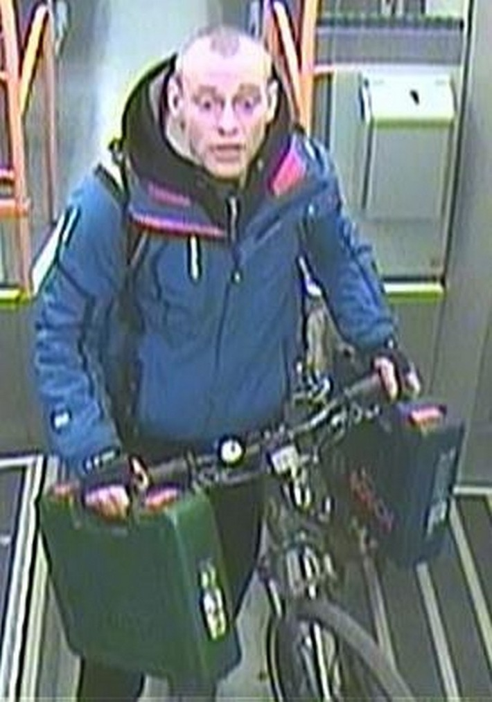 Bild: Bundespolizei Leipzig  Tatverdächtiger mit Fahrrad und Werkzeugkoffern