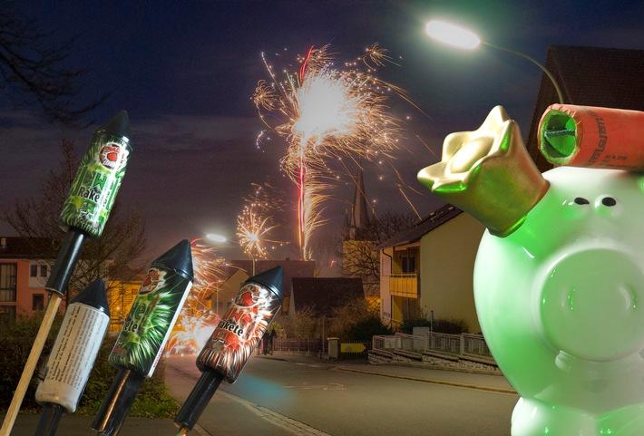Heil und gesund ins neue Jahr: Silvesterfeuerwerk richtig zünden - Beim Feuerwerk geht etwas schief: Welche Versicherung ist für welchen Schaden zuständig?