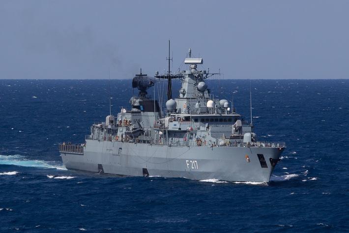 """Die Fregatte """"Bayern"""", Teil der Standing NATO Maritime Group 2 (SNMG 2) am 17.03.2016."""