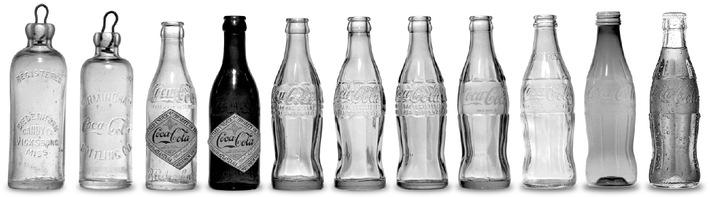 """La bouteille à contours de Coca-Coca Texte complementaire par ots sur www.presseportal.ch/fr. L''utilisation de cette image est pour des buts redactionnels grtatuite. Imprimage sous indication: """"obs/Coca-Cola SA"""""""