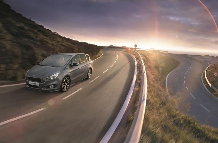 """Für die Ausstattungsversion """"ST-Line"""" des geräumigen Sport-Vans Ford S-MAX ist ab sofort auch ein neues """"Styling-Paket in Slate-Grau"""" lieferbar. Markanteste äußere Kennzeichen sind die Außen-Lackierung in Slate-Grau, vier Leichtmetallräder 7,5 J x 18 mit glanzgedrehten Felgen im 10-Speichen-Design, rot lackierte Bremssättel (für die Diesel-Versionen) sowie Außenspiegel in schwarzer Kontrastfarbe. Darüber hinaus ist ein Body-Styling-Kit ebenfalls Bestandteil des neuen Styling-Pakets. Dazu gehören glänzend schwarz lackierte Einfassungen der Nebelscheinwerfer, ein Kühlergrill in speziellem Waben-Design, jeweils spezielle Front- und Heckschürze, ein hinterer Diffusor sowie in Wagenfarbe (Slate-Grau) lackierte Seitenschweller. Weiterer Text über ots und www.presseportal.de/nr/6955 / Die Verwendung dieses Bildes ist für redaktionelle Zwecke honorarfrei. Veröffentlichung bitte unter Quellenangabe: """"obs/Ford-Werke GmbH"""""""