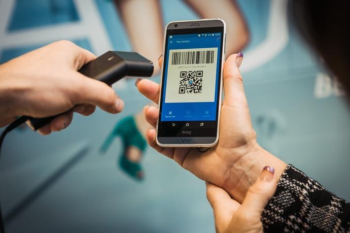 17469e2e12160 Integration von Bluecode und Alipay über Kassensysteme. Alipay-Bezahlvorgang  mit Handscanner. Weiterer Text