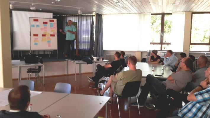 FW-AR: Arnsberger Feuerwehr diskutiert Vereinbarkeit von Familie, Beruf und ehrenamtlicher Feuerwehrarbeit