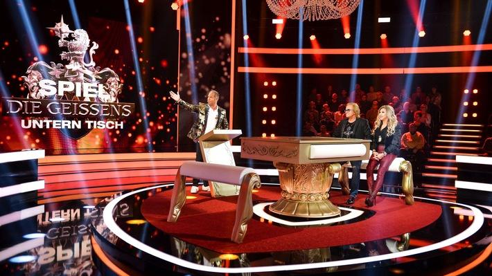 """Bei der neuen RTL II-Show """"Spiel die Geissens untern Tisch"""" fordern Paare die schrillen Millionäre heraus. Ob Geschicklichkeitsduell, Quizfragen oder Action-Game: In fünf Runden kann das Kandidaten-Duo je 1.000 Euro und einen Buchstaben für das Lösungswort ergattern. Errät das Team das gesuchte Wort, ist es bis zu 20.000 Euro reicher - gar nicht so einfach, denn Carmen und Robert geben sich nicht leicht geschlagen. / """"Spiel die Geissens untern Tisch"""": Erste Folge am Montag, 05. Februar 2018, um 21:15 Uhr bei RTL II / © RTL II - Recht zum Abdruck/Darstellung zeitlich/sachlich beschränkt auf die Bewerbung der Sendung. Weiterer Text über ots und www.presseportal.de/nr/6605"""