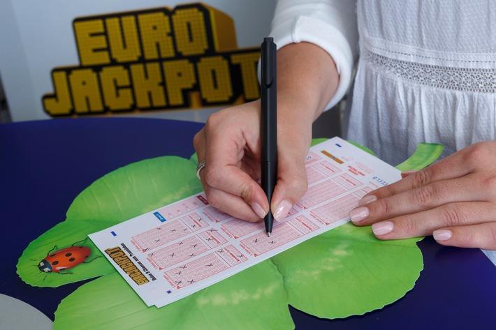 """Eurojackpot-Spielschein aus einer Lotto-Annahmestelle Weiterer Text über ots und www.presseportal.de/nr/107909 / Die Verwendung dieses Bildes ist für redaktionelle Zwecke honorarfrei. Veröffentlichung bitte unter Quellenangabe: """"obs/Eurojackpot/MünsterView /Jean-Marie Tronquet"""""""