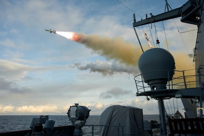 Abschuss eines Seezielflugkörpers RGM-84 Harpoon der Fregatte