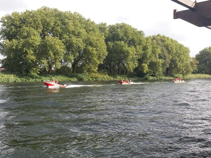 Bootsführer der Feuerwehr Herdecke üben auf Ruhr und Rhein.