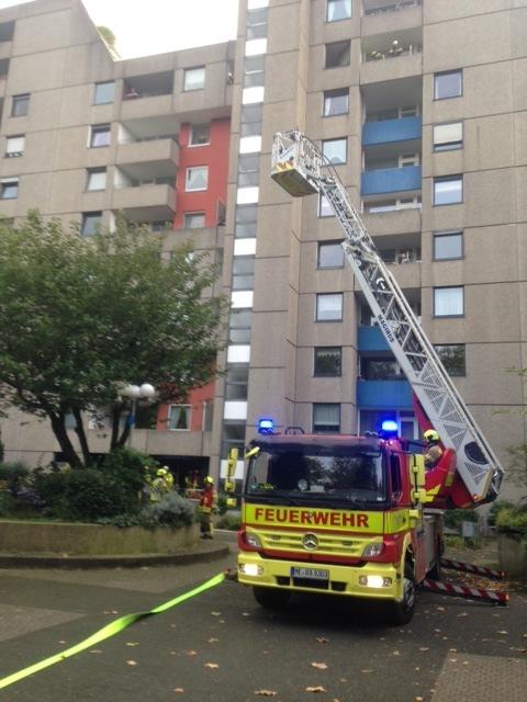 FW Ratingen: Feuer im Hochhaus