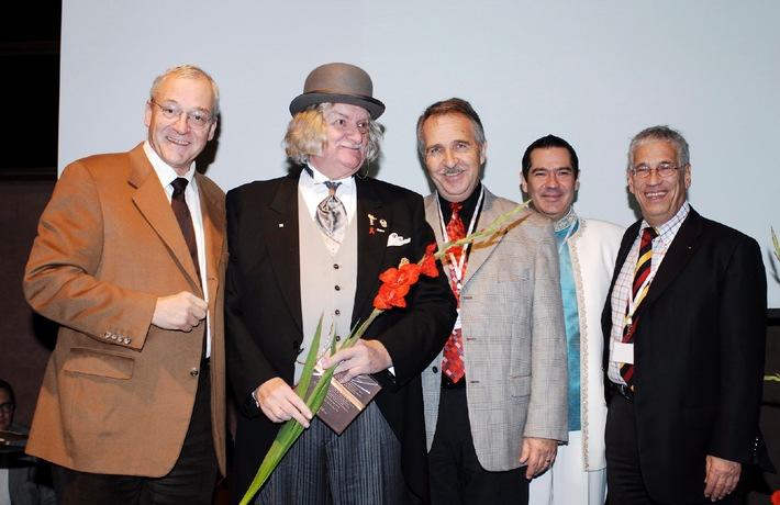 Der Swiss Fundraising Award 2006 geht an Sir John