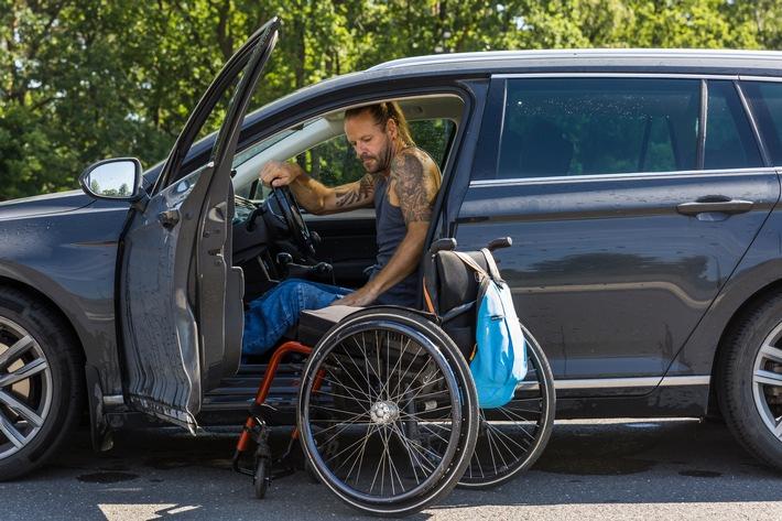 Internationaler Tag der Menschen mit Behinderungen - Fahrsicherheitstrainings: Sicher im Straßenverkehr mit behindertengerecht umgebauten Fahrzeugen