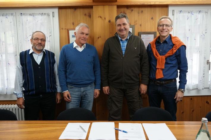 Wasserkraftwerkprojekt im Lauterbrunnental / EWL und BKW besiegeln Partnerschaft am Sousbach (BILD)