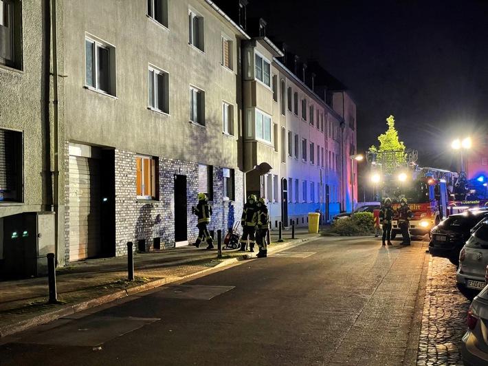FW-GE: Rauchentwicklung durch angebranntes Essen auf Herd in Gelsenkirchen-Schalke / Aufmerksame Nachbarn und ein Heimrauchmelder verhindern größeren Schaden