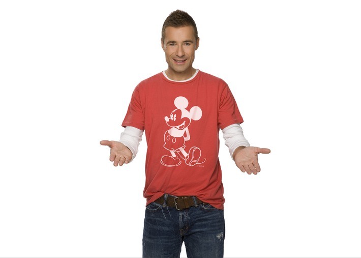 """Felix Magath, Jeanette Biedermann und Markus M. Profitlich spielen um die Wette: """"Die große Disney Quizshow"""" am 3. Dezember in SAT.1 - moderiert von Kai Pflaume Unterföhring, 17. November 2010. Wer weiß Bescheid über """"Mickey Mouse"""", """"Winnie Puh"""", """"Tarzan"""" oder """"Donald Duck""""? Wer ist ein Experte in Sachen """"Toy Story"""", """"Findet Nemo"""" und """"Fluch der Karibik"""" Und was wissen die Stars über die neuen Disney-Helden wie """"Hannah Montana"""" oder die Boys und Girls aus """"High School Musical""""  Foto: © SAT.1/Disney/Paul Schirnhofer Dieses Bild darf bis 24. November 2010 honorarfrei fuer redaktionelle Zwecke und nur im Rahmen der Programmankuendigung verwendet werden. Spaetere Veroeffentlichungen sind nur nach Ruecksprache und ausdruecklicher Genehmigung der ProSiebenSat1 TV Deutschland GmbH moeglich. Verwendung nur mit vollstaendigem Copyrightvermerk. Das Foto darf nicht veraendert, bearbeitet und nur im Ganzen verwendet werden. Es darf nicht archiviert werden. Es darf nicht an Dritte weitergeleitet werden. Bei Fragen: 089/9507-1166. Voraussetzung fuer die Verwendung dieser Programmdaten ist die Zustimmung zu den Allgemeinen Geschaeftsbedingungen der Presselounges der Sender der ProSiebenSat.1 Media AG."""