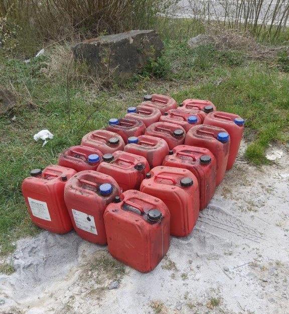 POL-MA: Sinsheim-Steinsfurt,Rhein-Neckar-Kreis: Illegal Ölkanister entsorgt - Zeugen gesucht