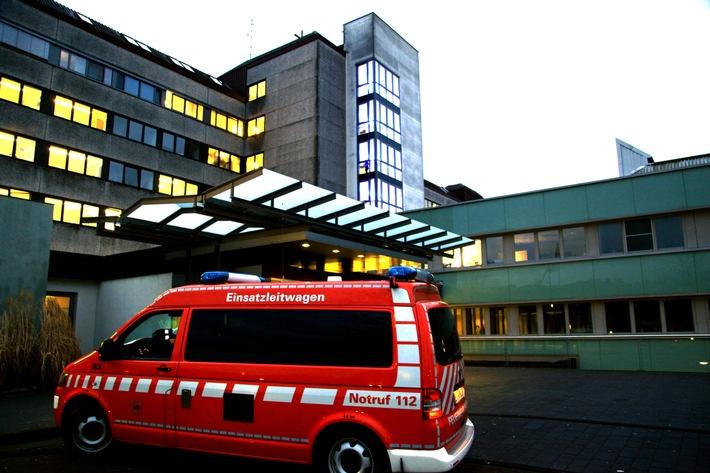 FW-E: Feuer im Alfried Krupp Krankenhaus in Essen-Steele, ein Patient und zwei Mitarbeiter verletzt