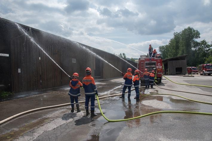 """Auch in diesem Jahr heißt es wieder """"Wasser marsch"""" aus allen Strahlrohren bei der Jugendfeuerwehr Lennestadt  Foto: Karsten Grobbel"""