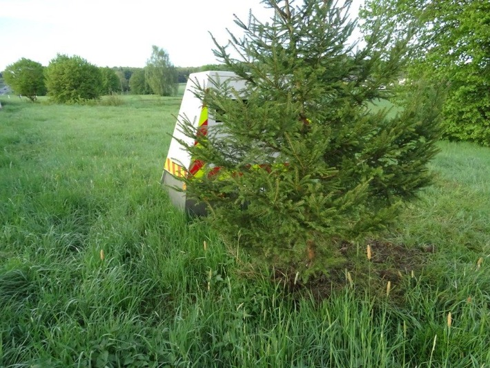 POL-PPTR: Schmuckloser Baum behindert Radarmessung