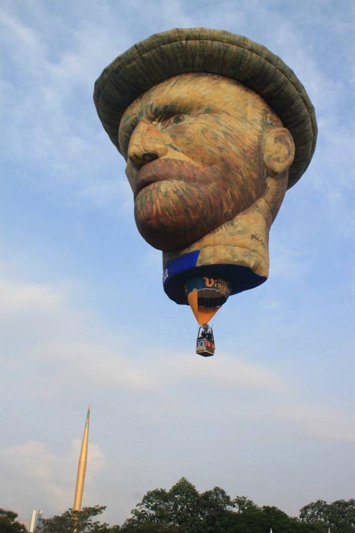 25. Warsteiner Internationale Montgolfiade - Vincent van Gogh gibt sich die Ehre