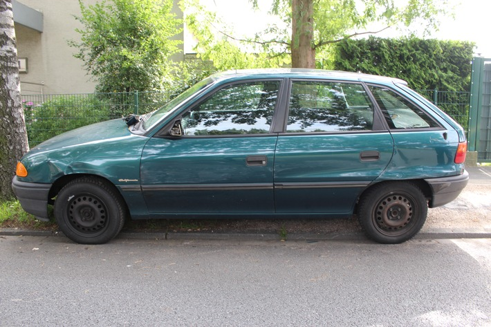 Beschädigter Opel