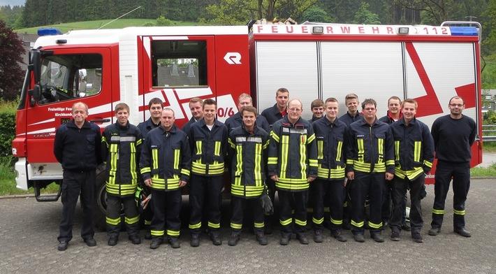 FW OE: 15 neue Maschinisten in der Gemeinde Kirchhundem